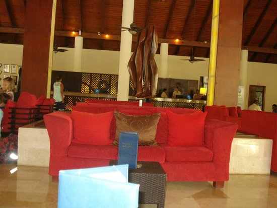 Dreams Palm Beach Punta Cana: reception area or relax area. bar is right next to it