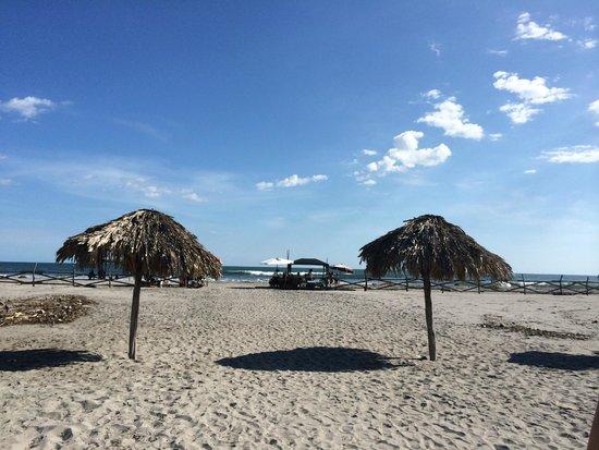 Comfort Inn Bahia Dorada: salida a la playa