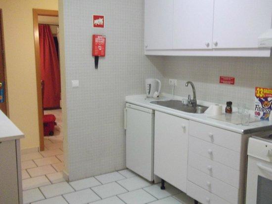 Pateo Village Apartments : Kitchen area