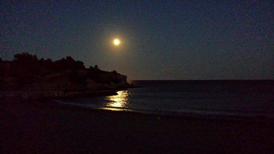 RV Hotel Ametlla Mar: Noche de luna llena desde la Cala privada