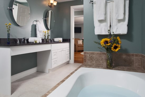 Wolf Cove Inn: Winter Harbor Suite was built for luxury and for families on the go.