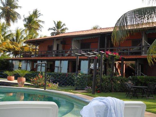 Hotel Porto do Zimbo: Na parte de cima os quartos e na parte de baixo o restaurante com vista para a piscina e para o