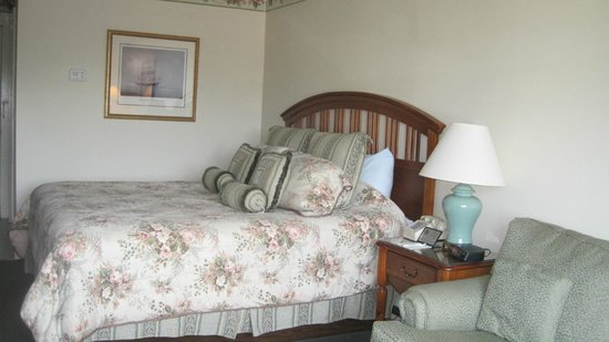 The Whaler's Inn: very comfy bed
