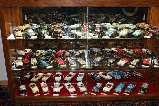 Vitrina Con Autos De Coleccion A Escala Picture Of The Nethercutt