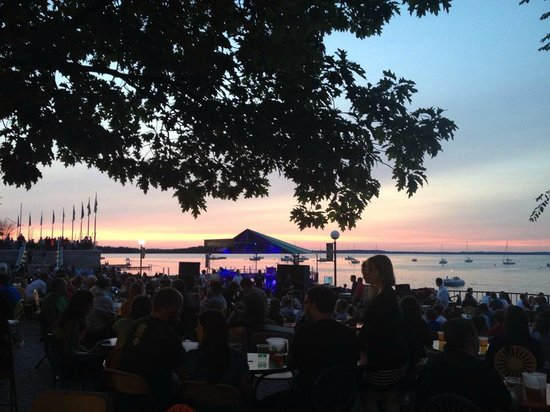Memorial Union Terrace: Awaiting for the concert