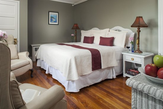 Wolf Cove Inn: Casco Bay has a queen bed that can be made into two twin beds.