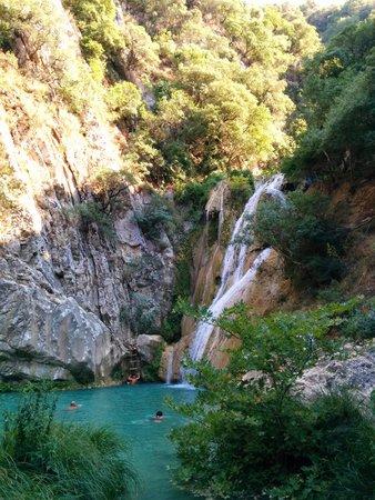 Polylimnio Waterfall: La cascade