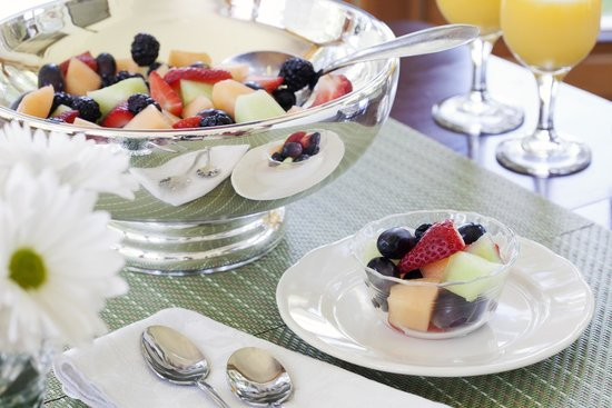 Wolf Cove Inn : People love our fruit bowls