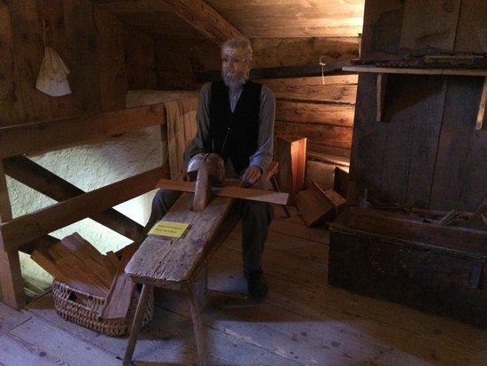 Heidiland: El abuelo trabajando