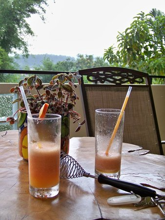 Pura Vida Hotel: Greeted with a fresh fruit drink upon arrival