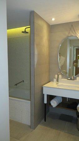 Renaissance Aix en Provence Hotel : Bathroom