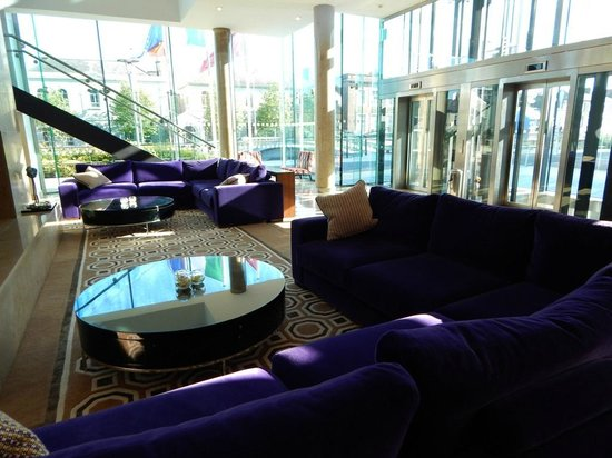 The River Lee: Lobby
