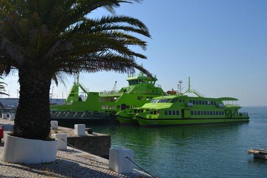 Troia Beach: Ferry boat para chegar a Troia