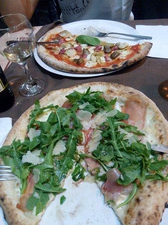Amalfi Ristorante Pizzeria: Perfect pulcinella & boscaiola pizza!!! Couldnt wait to take the pic
