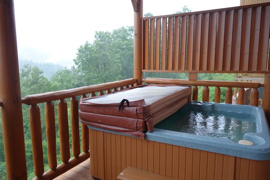 Gatlinburg Falls Resort: Outdoor Hot Tub
