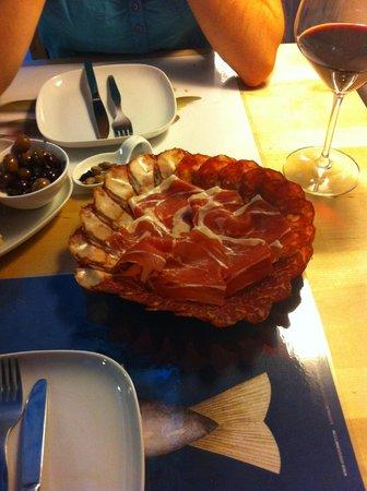BA Wine Bar do Bairro Alto: Ham plate, very tasty :)