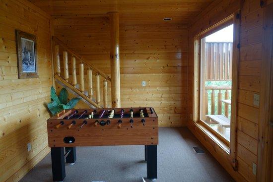 Gatlinburg Falls Resort: Entertainment + View From Bedroom Area