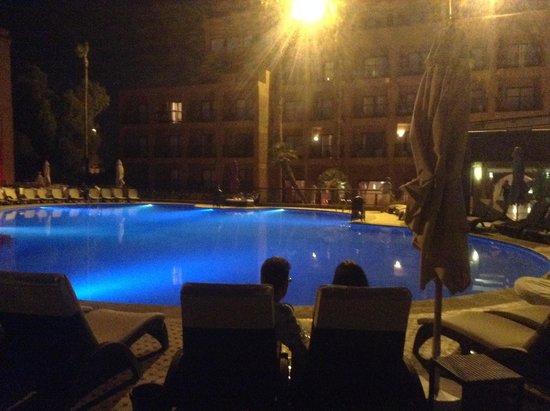 TUI SENSIMAR Medina Gardens: Pool by night