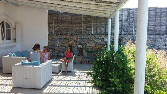 Anemolithi Studios: H βεράντα μας
