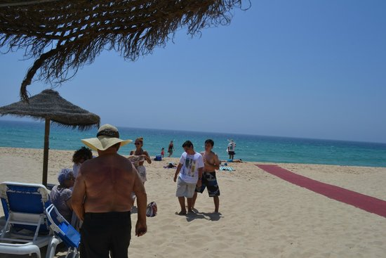 Troia Beach: Tapete vermelho para facilitar os cadeirantes. Legal