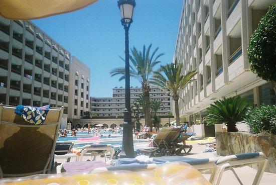 Kn Columbus Aparthotel: pool area