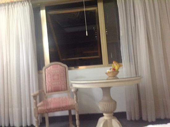 Centuria Hotel Buenos Aires: sillon en la habitacion