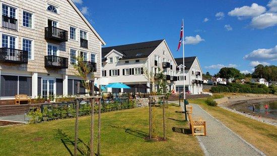 Stotvig Hotel : Uteserveringen i forgrunnen.