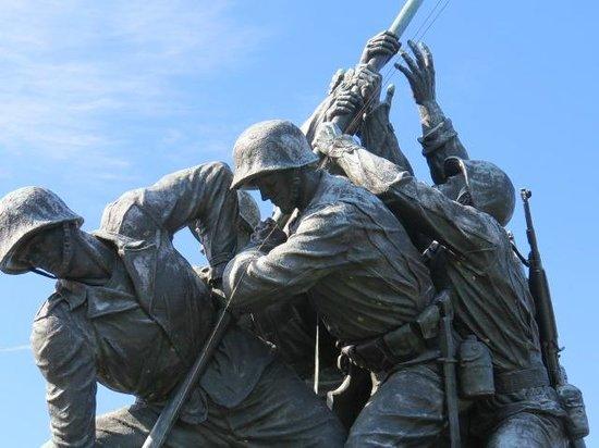 U.S. Marine Corps War Memorial : Detail
