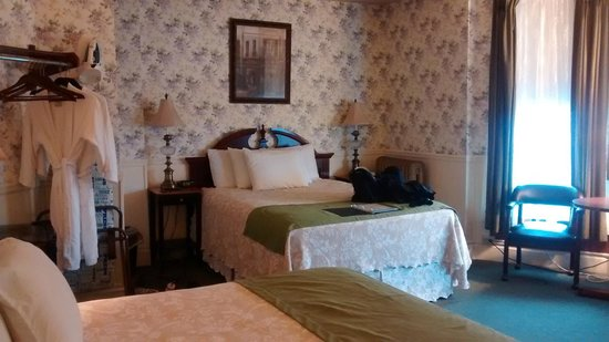 Inn at St. John : 1 Queen and 1 Double w/ private in room bath 1C