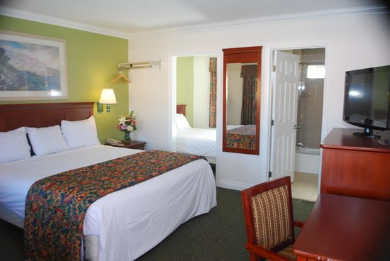 Redondo Inn and Suites: Room