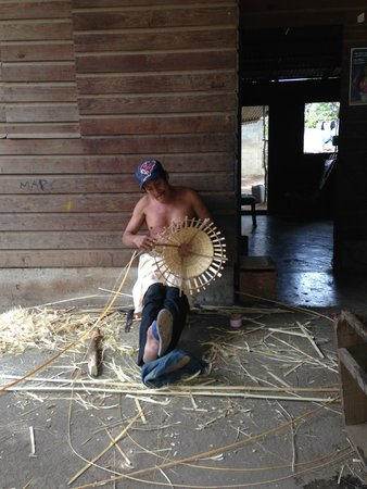 Casa Nica Spanish School: Day trip to Pueblo Catarina (activity) This man makes amazing things out of bamboo