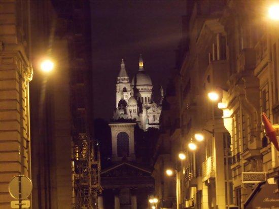Hotel France Albion: Notre-Dame de Lorette et Sacré Coeur la nuit