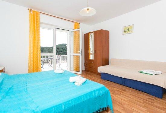 Apartments Zore Glavinic: room