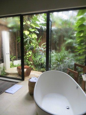 Viceroy Riviera Maya: Outdoor shower!!!
