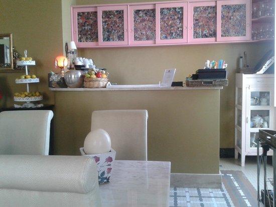 Hotel Miramare: Breakfast area / bar