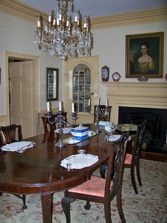 Antebellum Bed and Breakfast at Thomas Lamboll House: Formal dining room
