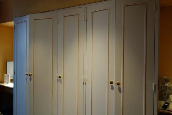 Hôtel Splendid : 衣櫃