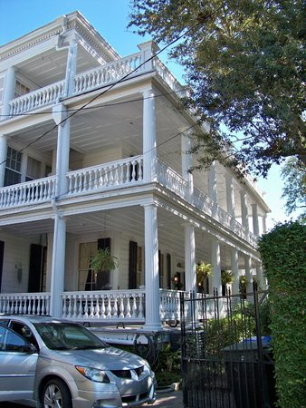 Antebellum Bed And Breakfast At Thomas Lamboll House