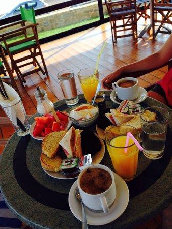 Viglia Beach Apartments: Colazione portata al tavolo