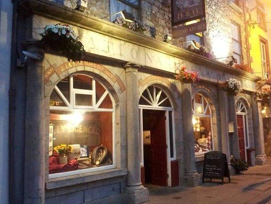 Gibbons' Pillar House Bar & Restaurant : Summers Evening
