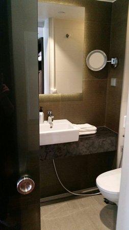 GLO Hotel Art: Bathroom