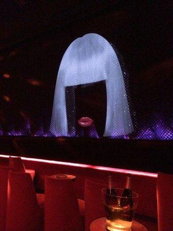 Crazy Horse: 舞台
