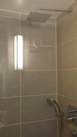 Best Western Plus Samlesbury Hotel: Beautiful shower