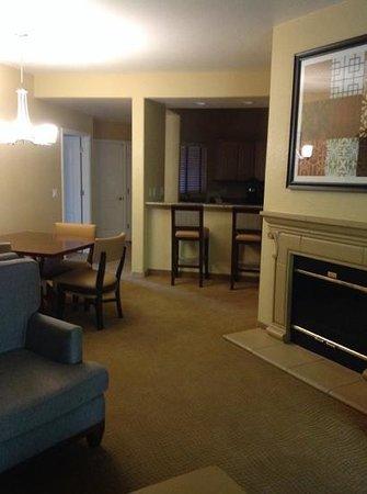 Scottsdale Villa Mirage: photo shot toward kitchen