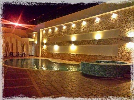 Virgilio Grand Hotel: Piscina e area idromassaggio