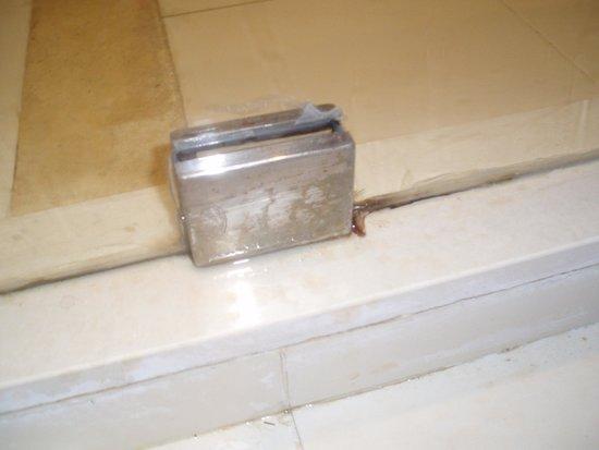 SuneoClub Tropicana: Bathroom fittings.