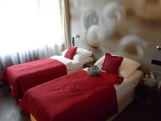 Perla Hotel: Las camas son incómodas