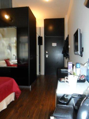 Perla Hotel: Habitaciones espaciosas con buen espacio de guardado