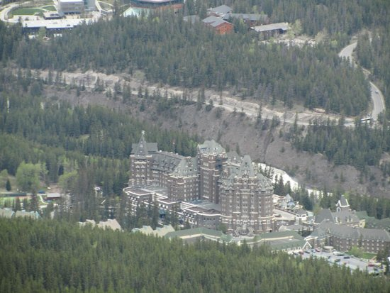 Fairmont Chateau Lake Louise : view of hotel from the cable car
