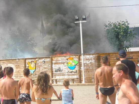 Camping L'Oceano d'Or: Fire on site - wheres the staff??